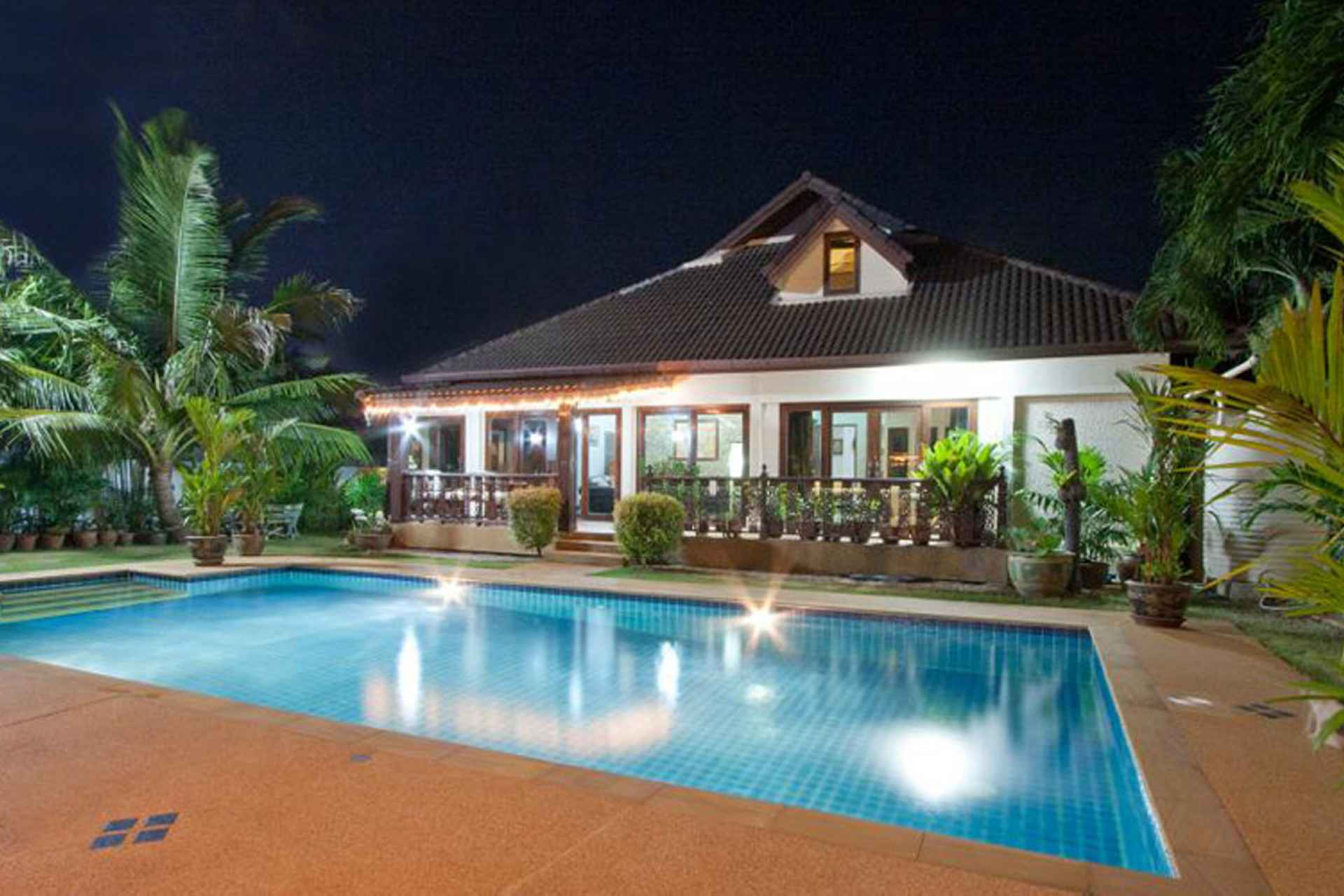 Luxury 5 bed villa with swimming pool for Swimming pool bed
